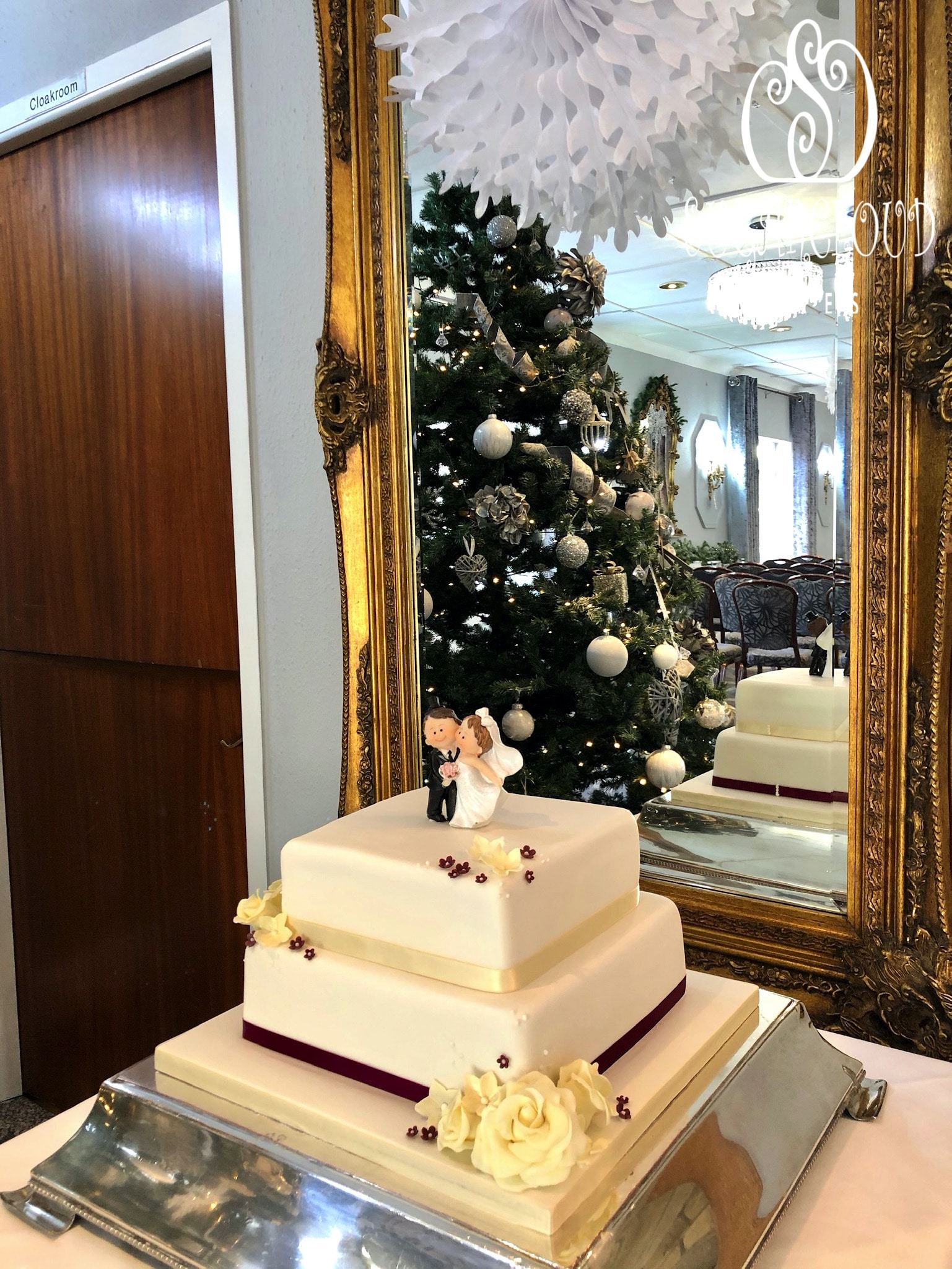 Jean and Geoff's Wedding Cake, Hunters Lodge