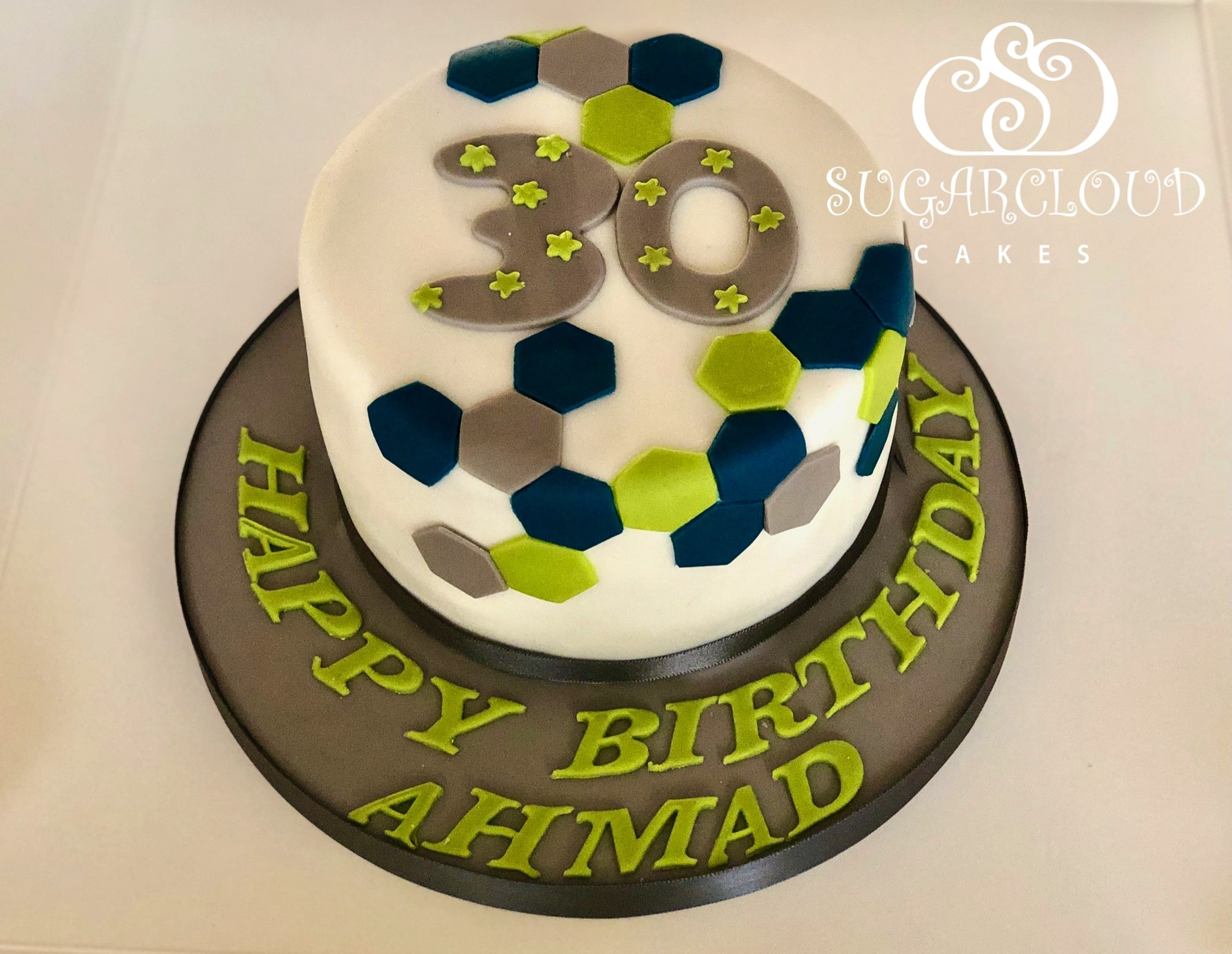 A Lemon 30th Birthday Cake, Hollies Barn